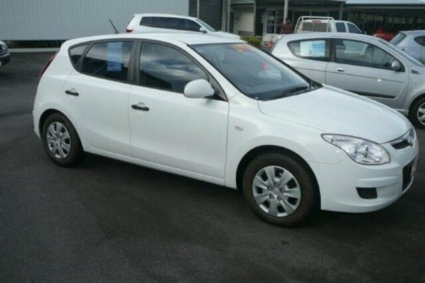 sell my car – hyundai i30 white
