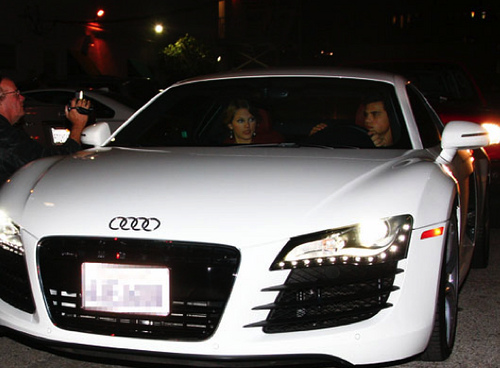 Taylor Swift in Taylor Lautner Audi
