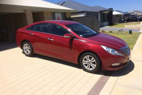 sell my car - hyundai i45 red