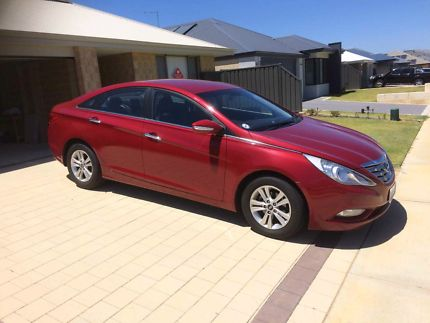 sell my car – hyundai i45 red