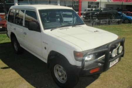 sell my car – mitsubishi pajero white
