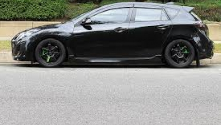 2013-mazda-3-hatchback-black-sellmy